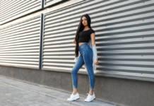Jeansy damskie – najmodniejsze, małe detale